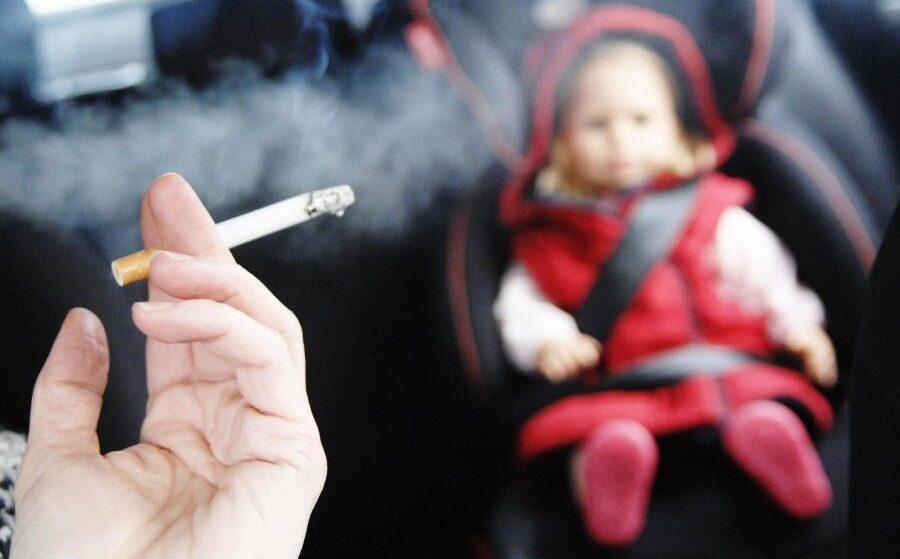 Foto; Uticaj pasivnog pušenja na decu